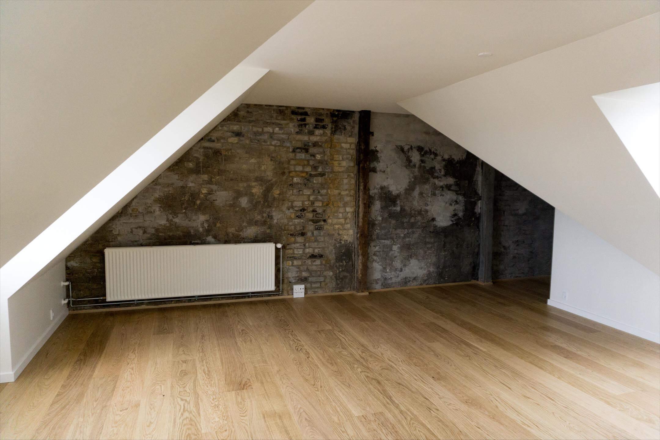 Utroligt En stue med flot afpudset mur - Høgh & Sønberg YS58